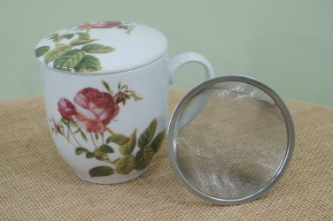 kubek z zaparzaczem gałązka róży